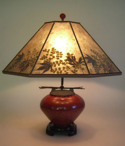 t153b Asian Red Raku Fetish Pot Mini Table Lamp, Mica Lamp shade with natural foliage
