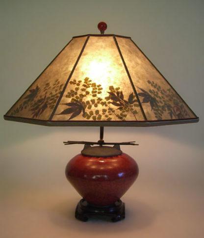 t153b Asian Red Raku Fetish Pot Mini Table Lamp, Mica Lamp shade with natural foliage