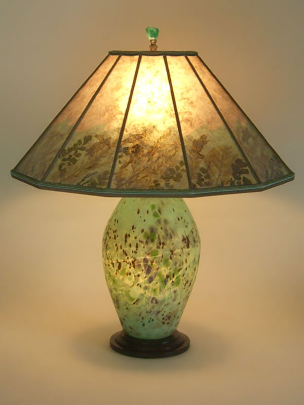 T231 Lighted American Art Glass Lamp Base From The Lindsay Studio, Mica  Shade With Sea