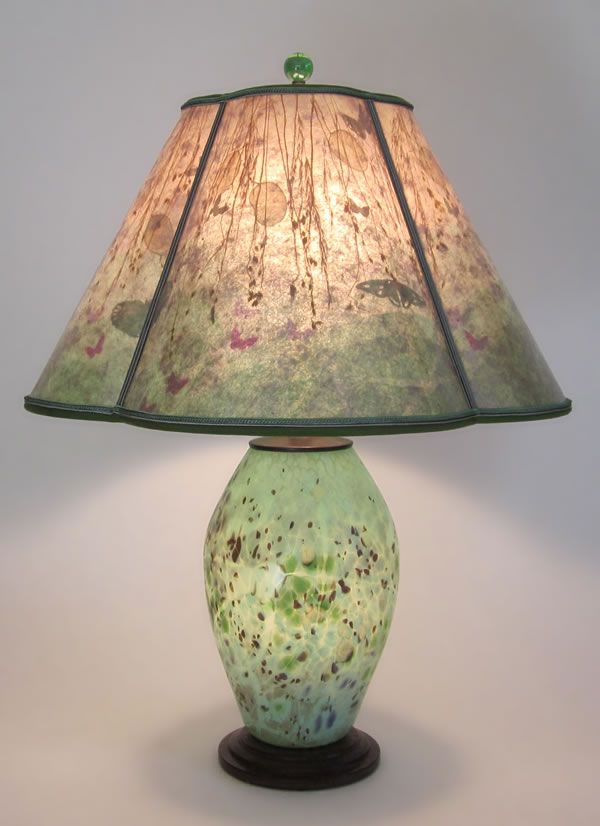 T250 Lindsay Art Glass Speckled Green Lamp With Lighted Base Quatrefoil Mica Shade