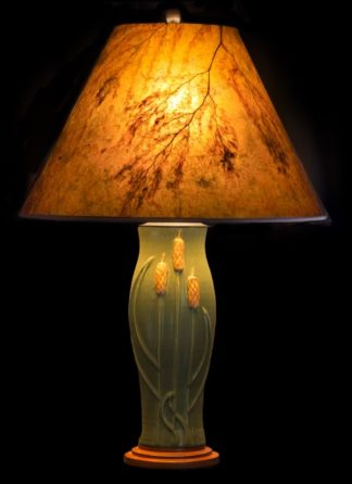 T351 Door Pottery Green glaze Table Lamp with Cattails, Round Amber Mica Lamp Shade with Golden Maidenhair
